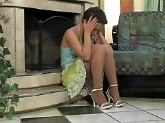 Дама утешает горячим сексом свою лучшую подругу дома