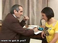 Русский анахронический наставник трахает молодую студенточку