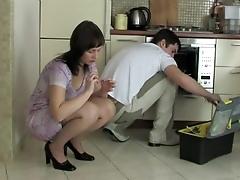 Девушка дала себя вымотать молодому работнику